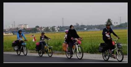 Subhanallah. Keluarga ini berkayuh basikal ke Mekah. Turut serta anak 6 tahun. 2